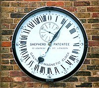 200px-Greenwich_clock_1-manipulated.jpg